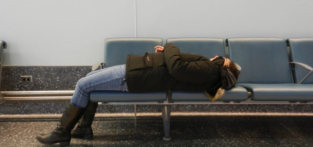 sleeping-in-newark-airport-1024x768